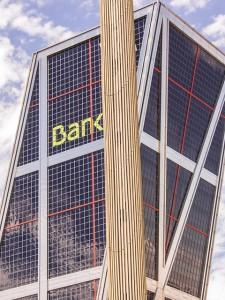 Bankovní půjčky vs nebankovní